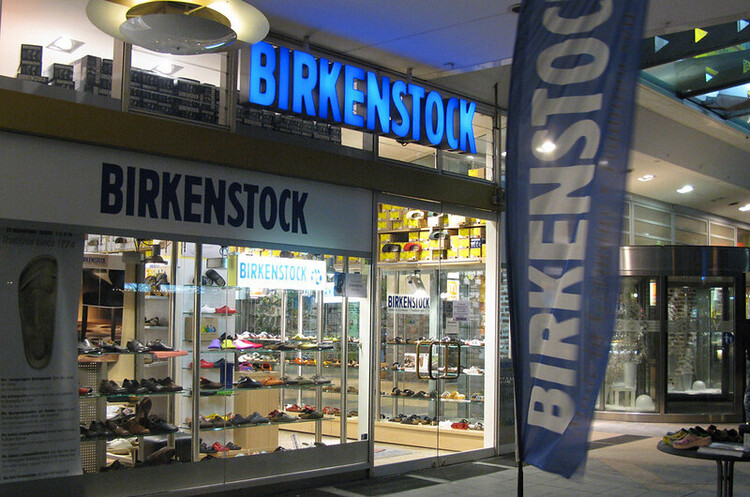 L Catterton збирається придбати відомого німецького виробника сандалій Birkenstock