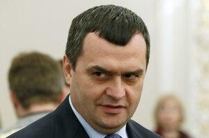 Суд заарештував майно, пов'язане з екс-очільником МВС Захарченком