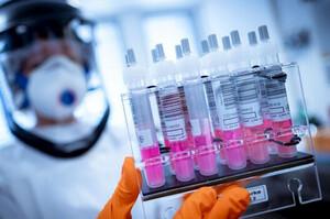 Шахраї намагалися продати в ЄС 400 млн доз вакцини від COVID – Reuters