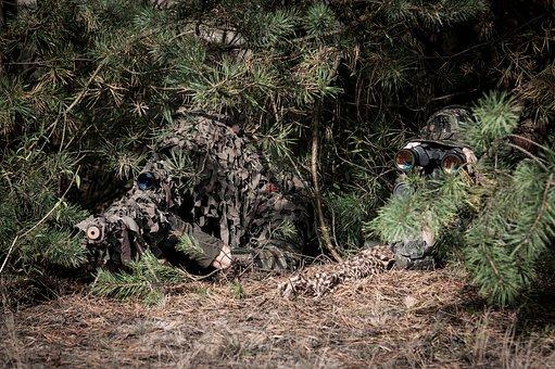 На окупованій території Донбасу постійно перебуває до 50 російських снайперів
