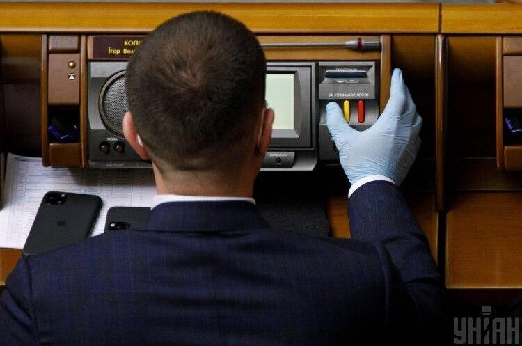 У Раді депутати почали голосувати кнопками, які зчитують відбиток пальця