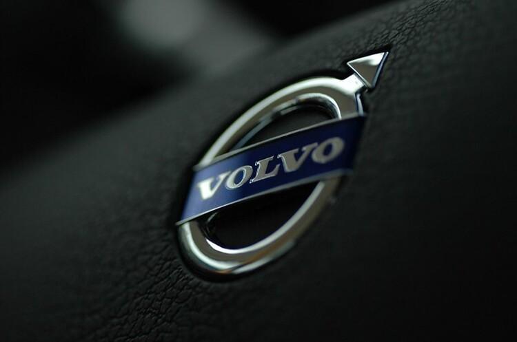Volvo повністю перейде на випуск електрокарів до 2030 року