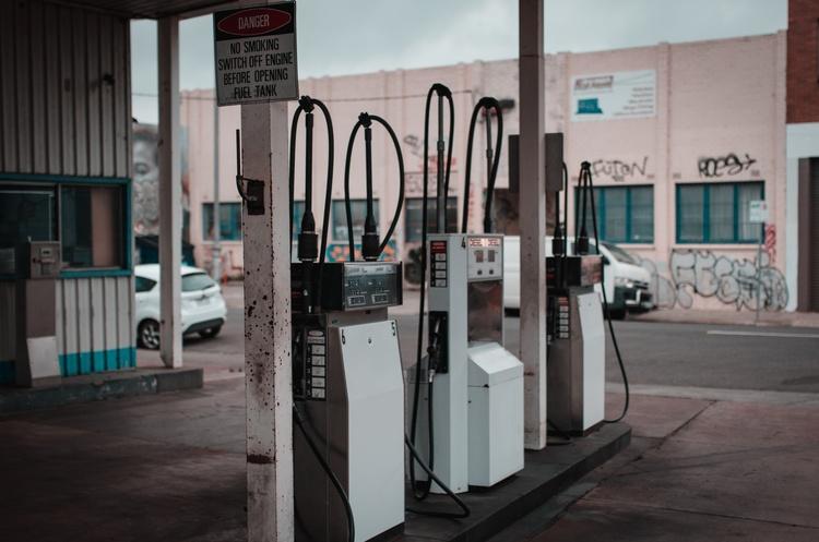 Шмигаль доручив областям створити робочі групи із боротьби з нелегальним ринком палива
