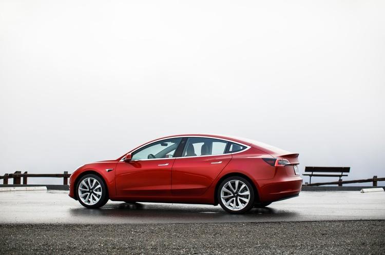 Tesla зайняла майже 25% світового ринку електромобілів за підсумками 2020 року