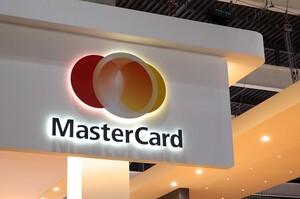 Samsung разом з Mastercard розробляють платіжні картки з вбудованим сканером відбитків пальців