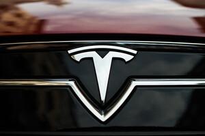 Компанія мільярдера Рона Барона продала 1,8 млн акцій Tesla