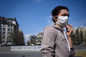 Японський суперкомп'ютер вирахував, чому не варто носити дві маски в пандемію