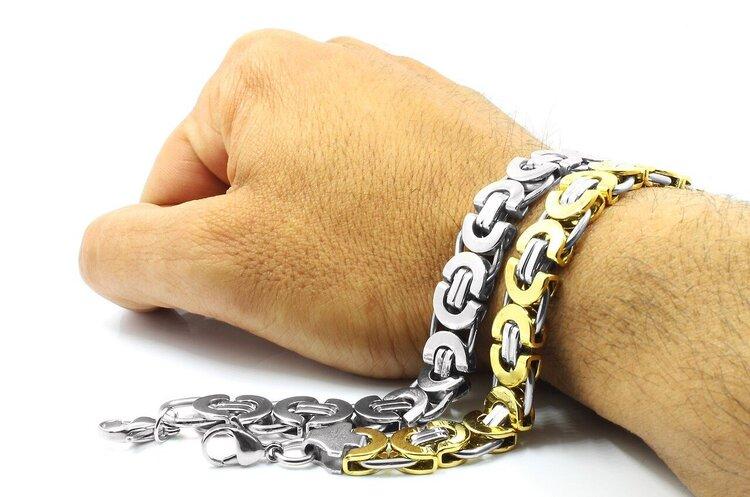 Блищить і не потопає: чому B2B Jewelry продовжує існувати й після викриття