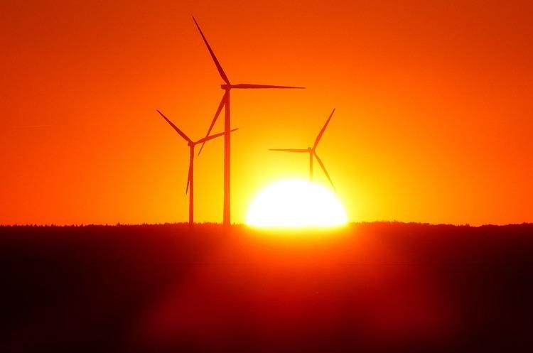 Інвестори отримали від ВДЕ утричі більше прибутку, ніж від викопної енергії за 10 років – дослідження