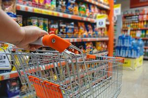 Уряд запровадив декларування цін на гречку, курятину, хліб та інші харчові продукти