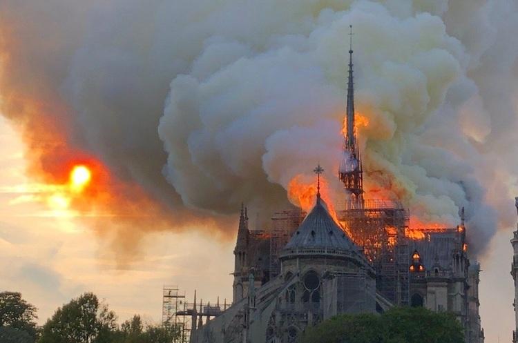 У Франції знімуть фільм про пожежу в соборі Паризької богоматері