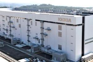 Японського виробника чіпів Kioxia можуть продати за $30 млрд