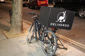 Невдалий жарт: у Франції сервісу доставки Deliveroo довелося вибачатися за розіграш клієнтів