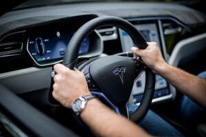 Акції Tesla різко виросли після рекордної поставки електромобілів