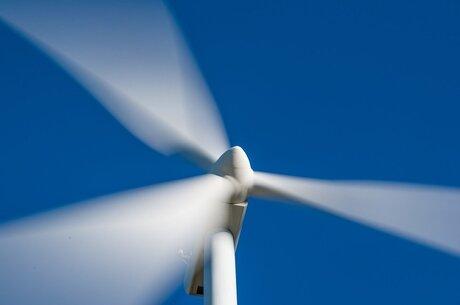 На ВЭС золота: особенности заключения договоров поставки и установки ветровых турбин