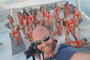 Стало відомо, хто організував зйомки оголених дівчат у Дубаї, серед яких 12 українок