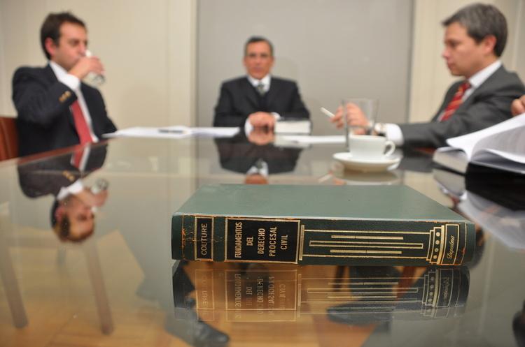 Своя «Санта-Барбара»: як посварилися менеджмент та власник