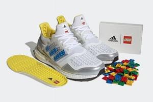 Adidas випустила кросівки у співпраці з LEGO – їх можна прикрасити кубиками