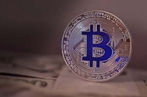 Біткойн-майнер Riot Blockchain купить Whinstone за $651 млн