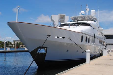 Санкції – для слабаків! або Як отримати штраф з фінмону в розмірі новенької яхти