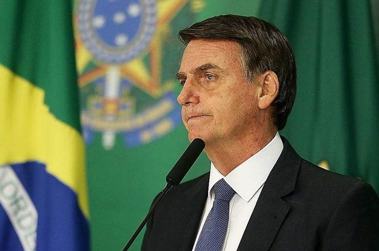 Сенат Бразилії розслідує дії президента Болсонару та тлі загострення епідемії COVID в країні