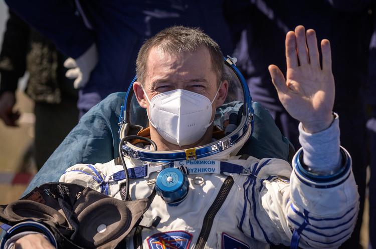 Троє членів екіпажу МКС повернулись на Землю