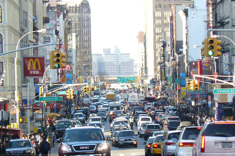 Губернатори 12 штатів закликали Байдена припинити у США продаж бензинових авто до 2035 року