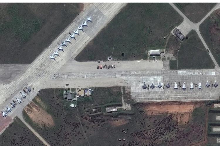 WSJ показала на супутникових знімках масштаби російського розгортання біля кордонів України