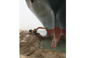 Влада виплатила працівнику, який «врятував Суецький канал», понаднормові після його скарги