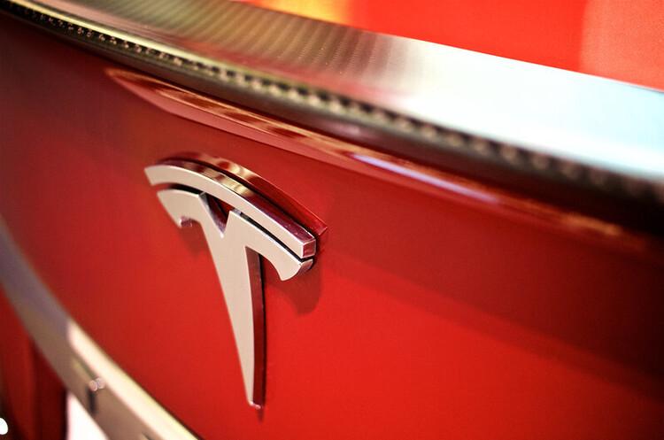 Спекуляції Tesla з біткойнами допомогли збільшити прибуток на понад $100 млн в І кварталі