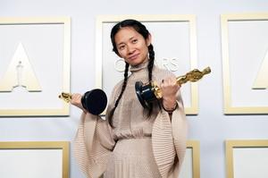 У Китаї заборонили писати про перемогу Хлої Чжао на «Оскарі»