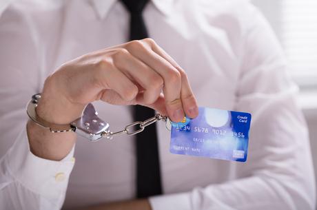 Як працює автоматичний арешт рахунків боржників