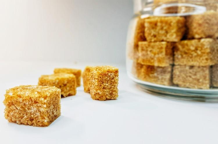 В Україну розпочались поставки цукру-сирцю з тростини
