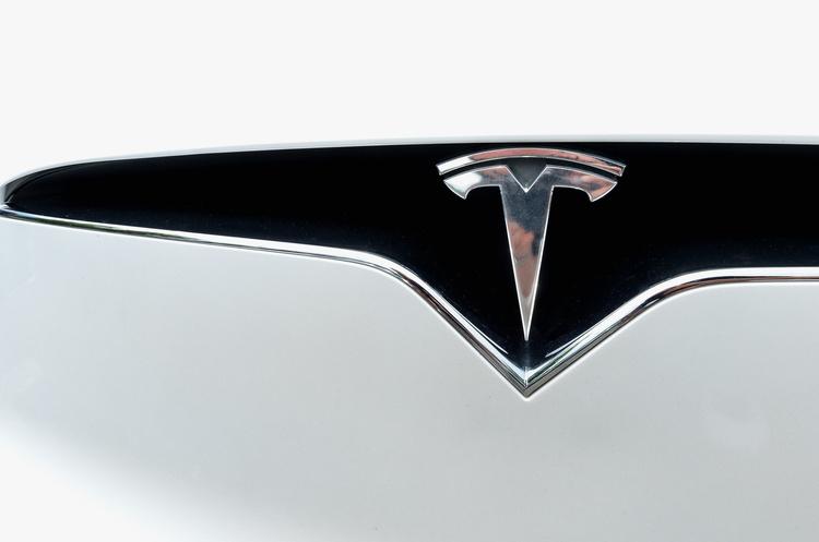Продажі Tesla в Китаї обвалились на 27% у квітні