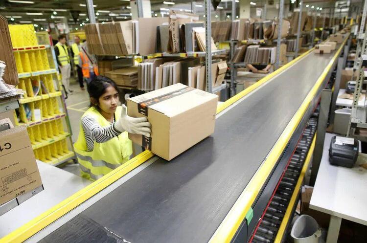 Amazon найме 10 000 співробітників у Великобританії