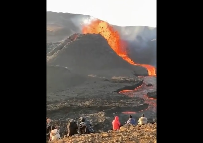 В Ісландії виставлено на продаж активний вулкан, влада готова зробити з нього туристичну цікавинку