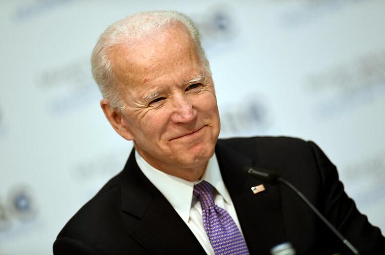 Байден опублікував податкову декларацію, за рік президент США заробив менше ніж Зеленський