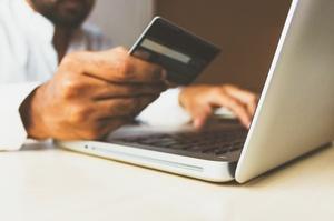 НБУ домовився з Visa та Mastercard про зниження міжбанківських комісій
