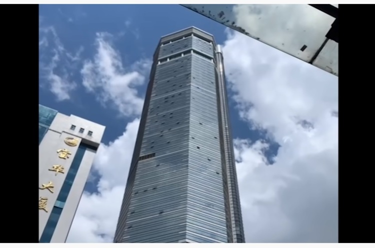 В Китаї нахилився один із найвищих хмарочосів, з нього евакуювали всіх людей (ВІДЕО)