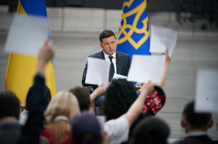 ЗЕволюция: как менялись месседжи президента по самым болезненным для Украины вопросам