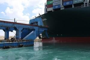 Адміністрація Суецького каналу з'ясувала, хто винен в аварії контейнеровоза Ever Given