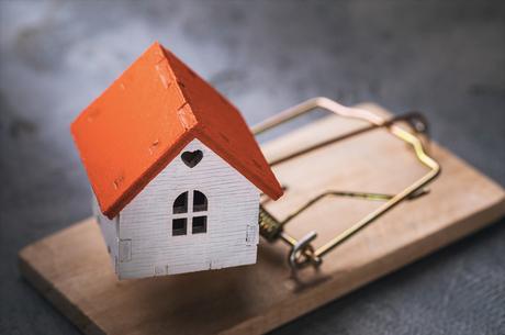 Гроші наперед: які шахрайські схеми працюють на ринку нерухомості