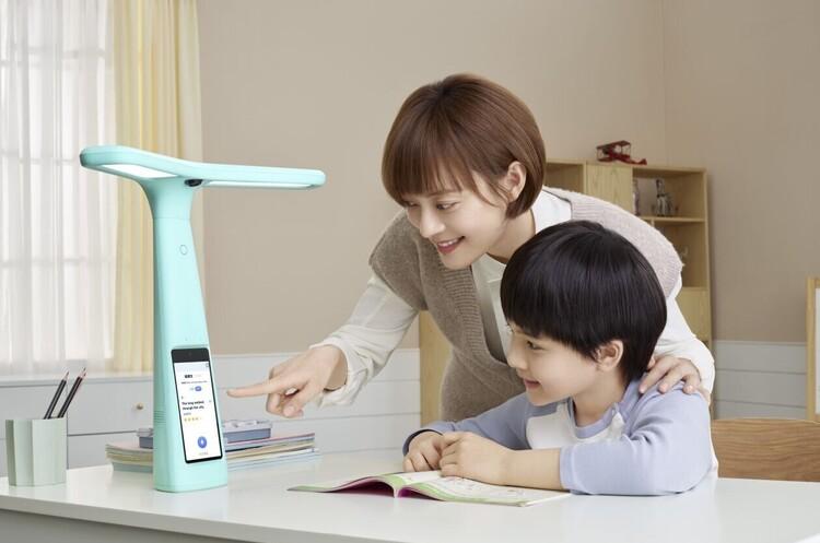 У Китаї стала хітом продажів «розумна лампа», яка дозволяє батькам стежити за навчанням дітей