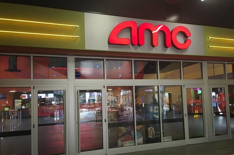 AMC, що була на межі банкрутства, тепер коштує більше ніж половина компаній зі списку S&P 500
