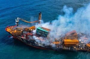 Найгірша екологічна катастрофа: біля берегів Шрі-Ланки затонув контейнеровоз із хімікатами
