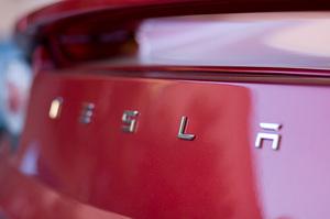 Дані про різке падіння продажів в Китаї обвалили акції Tesla