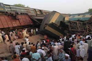 В Пакистані зіткнулись два поїзди, загинуло понад 30 людей