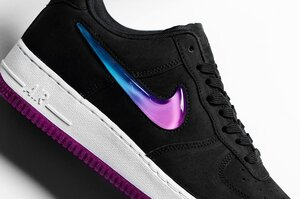 Влада Китаю назвала товари Nike, Gap і H&M «небезпечними» і заборонила їх продаж в країні
