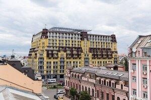 ОНОВЛЕНО: Суд дозволив ввести в експлуатацію «Будинок-монстр» на Подолі