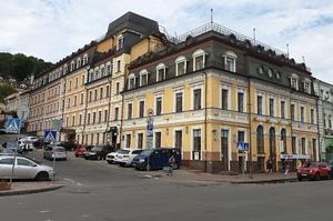 Торгівельно-готельний комплекс на Подолі виставлений на аукціон
